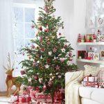 赤をテーマにしたおしゃれなクリスマスの飾り方参考例