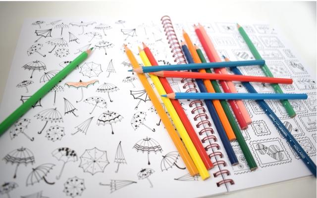 色鉛筆とぬりえ