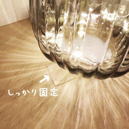 花瓶を魔法のテープで固定